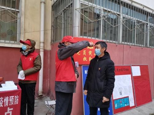 """宝鸡市人民政府门户网站 县区新闻 凤县:争当""""五员"""" 筑牢""""五"""