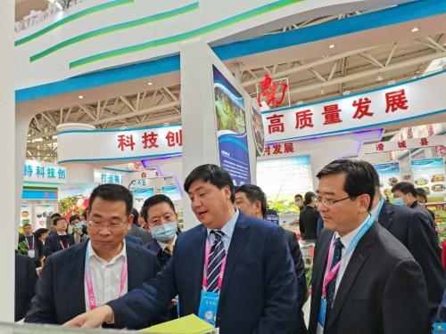 宝鸡市人民政府门户网站 县区新闻 第二十七届中国杨凌农高会上,麟游县签约两个项目总投资2.6亿元